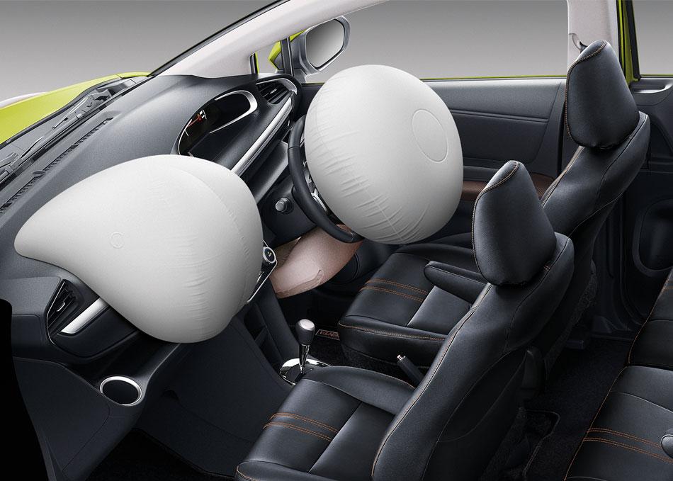 ถุงลมเสริมความปลอดภัยด้านหน้า (SRS Airbags) 3 ตำแหน่ง ปกป้องผู้บขี่และผู้โดยสาร โดยช่วยลดแรงกระแทกจากการชนได้อย่างมีประสิทธิภาพ