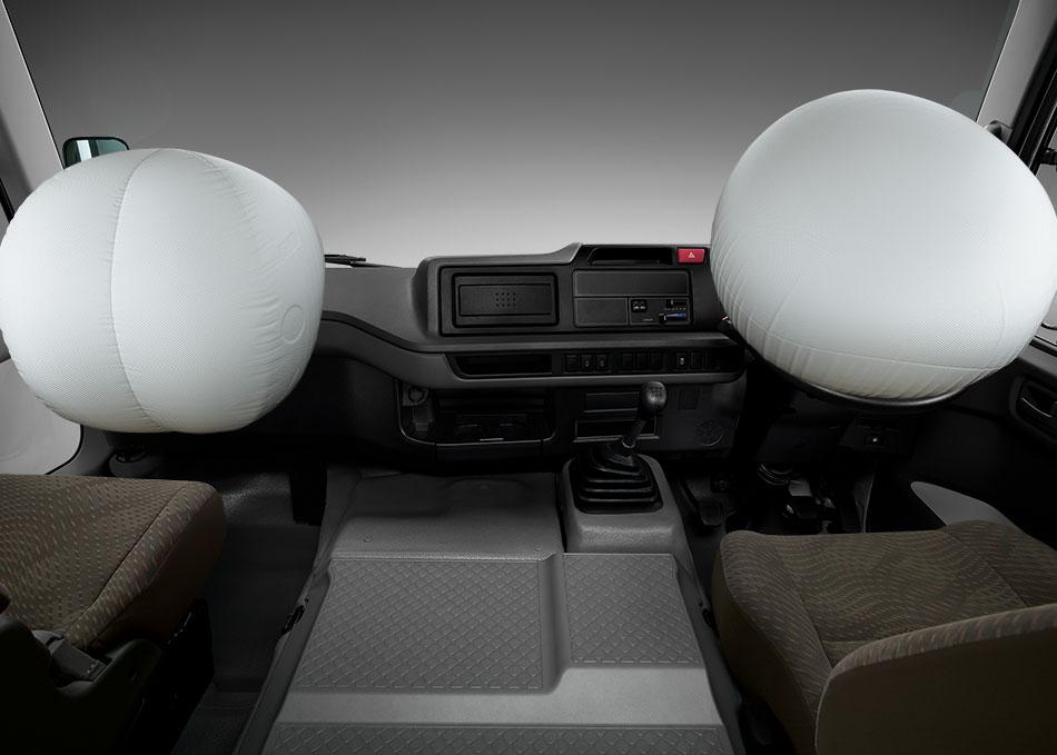 ถุงลมเสริมความปลอดภัย 2 ตำแหน่ง มั่นใจอีกขั้นกับระบบปกป้องผู้ขับขี่ และผู้โดยสารด้านหน้า ลดโอกาสบาดเจ็บจากแรงกระแทกได้อย่างเต็มประสิทธิภาพ เมื่อเกิดอุบัติเหตุ