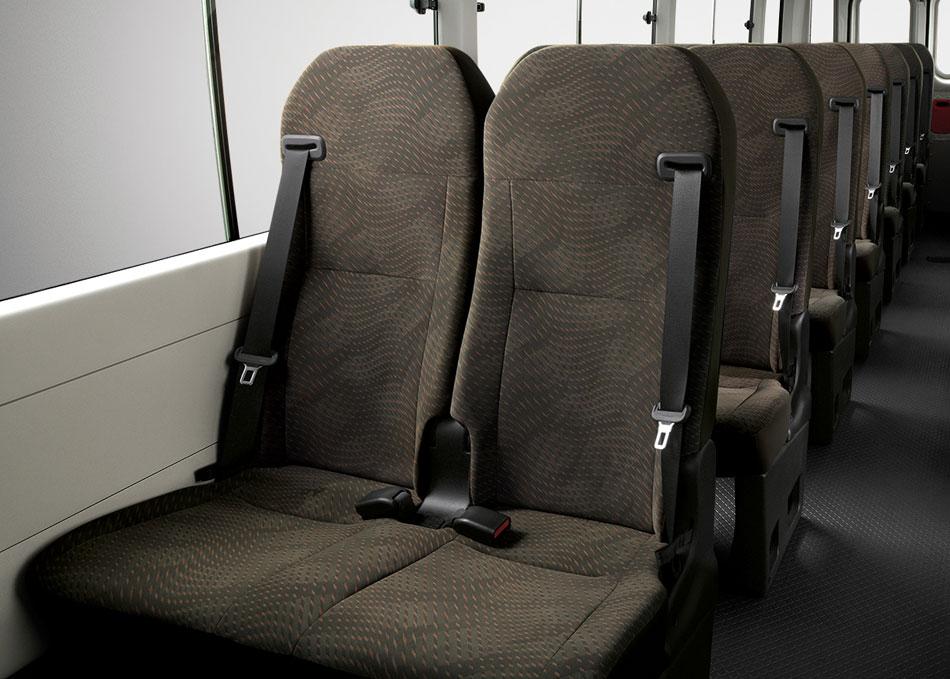 เข็มขัดนิรภัย 3 จุดทุกที่นั่ง เพื่อความปลอดภัยสูงสุดสำหรับผู้ขับขี่และผู้โดยสาร