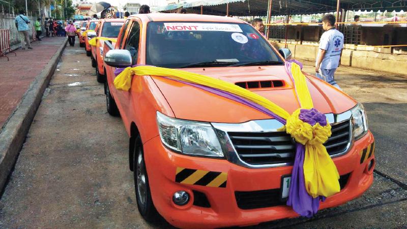 โตโยต้านนทบุรี สนับสนุนรถกระบะโตโยต้าวีโก้ 10 คันพร้อมคนขับรถ ร่วมขบวนแห่ฯ